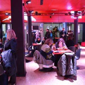 Les spectateurs étaient nombreux à s'être déplacés pour assister à la présentation du festival RING le 7 mars. Crédit photo : Adeline Divoux