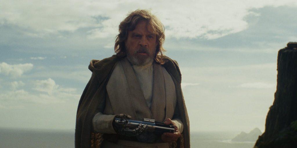 Le retrouvailles entre Luke Skywalker et son sabre laser ont de quoi surprendre les spectateurs Source : Game Zone