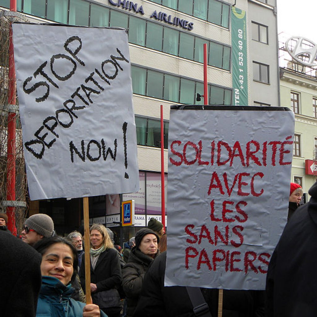 le réseau éducation sans frontières 57 dénonce la situation des sans-papiers - photo : Haeferl (wikimedia commons)